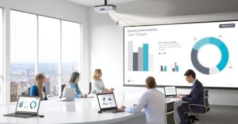 Meetingraum mit Medientechnik